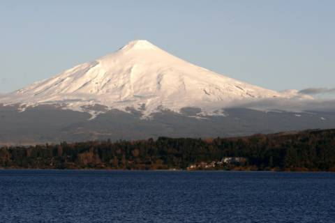 Villarrica, Vulkan of artist Prisma (F1 Online), Snow, Lake, Sees, Land, Snowy, Lakes, Ocean, Chile