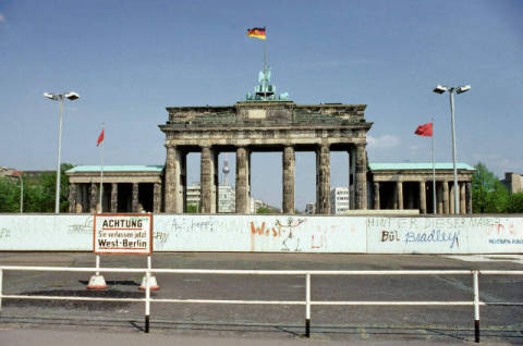 Berlin Wall and Brandenburg Gate, before 1989, Berlin, Germany of artist Norbert Michalke (F1 Online), Assn, Sight, Plate, Story, Party, Scene, Limit, Label