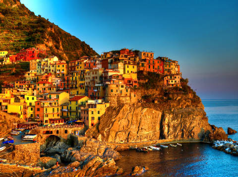 Manarola, Terre, Ligurian-Meer, Cinqueterre, Cinque of artist First Light (F1 Online) as framed image