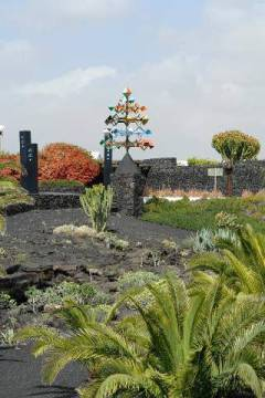 Fundacion Cesar Manrique, Tahiche, Lanzarote, Canary Islands, Spain, Europe of artist Fiedler (F1 Online), View, Wind, Palm, Tree, Cesar, Spain, Cloud, Color