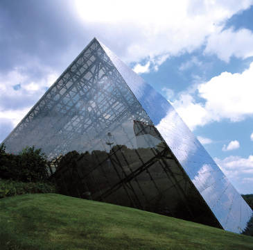 Glaspyramide Spiegelungen, Imax, Pyramide of artist Felix Agel (F1 Online), Lot, Fate, Light, Tense, Karma, Glass, Future, France