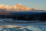 All Canada Photos (F1 Online) - Pyramiden-Berg, Athabasca-Fluss