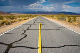 Andreas Geh (F1 Online) - Road through Death Valley National Park, USA, vanishing point perspective
