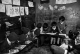 "Yvette Depaepe - Series : Revisiting ""my"" children of Nepal (The classroom of the little ones)"